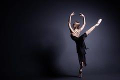 Ballet en la oscuridad Imágenes de archivo libres de regalías