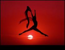 Ballet en la puesta del sol Fotografía de archivo libre de regalías