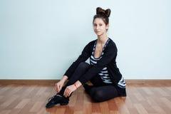 ballet Retrato de um adolescente com o sitti do penteado do nó da curva fotografia de stock royalty free