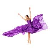 Balletdanser in de vliegende kleding Stock Afbeeldingen
