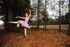Balletdanser in tennisschoenen Royalty-vrije Stock Fotografie