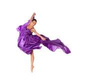Balletdanser in vliegende satijnkleding Stock Foto's