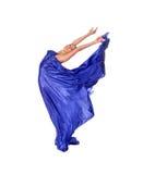 Balletdanser in vliegende satijnkleding Royalty-vrije Stock Foto
