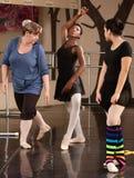 Ballett-Kursteilnehmer und Lehrer Stockfotografie