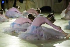 Ballett-Leistung an der Wien-Kugel in Bucharest lizenzfreie stockbilder