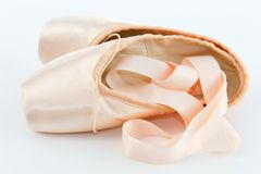 Ballett-Punkt-Schuhe oder Hefterzufuhren stockfoto