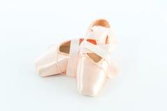 Ballett-Punkt-Schuhe oder Hefterzufuhren stockfotos