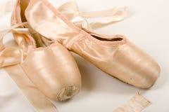Ballett-Schuh auf einem weißen Hintergrund lizenzfreies stockbild