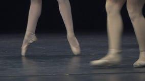 balletto primo piano dei piedi della ballerina archivi video