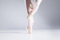 Balletto sulle dita del piede. Fotografie Stock