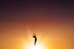 Balletttänzertanzen auf der Luft Lizenzfreies Stockbild