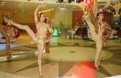 Balli il centro eseguito dai ballerini, attori delle troupe del teatro di varietà dello stato di St Petersburg Fotografia Stock Libera da Diritti