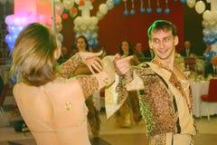 Balli il centro eseguito dai ballerini, attori delle troupe del teatro di varietà dello stato di St Petersburg Fotografie Stock Libere da Diritti