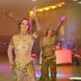 Balli il centro eseguito dai ballerini, attori delle troupe del teatro di varietà dello stato di St Petersburg Fotografia Stock