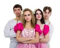 Balli il gruppo che indossa una posa russa piega del costume immagini stock