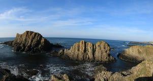 Ballintoy kust som är nordlig - Irland Arkivbilder