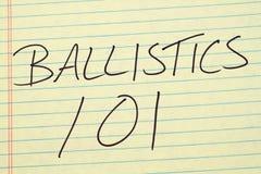 Ballistik 101 på ett gult lagligt block Arkivfoto