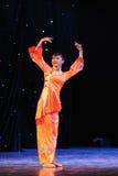 Ballo arancio delle rosso-gente Fotografia Stock