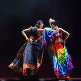 Ballo cinese di duo: Gusto del villaggio di Yi Immagini Stock