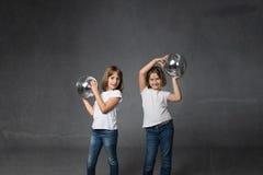 Ballo del bambino per i bambini con le palle della discoteca fotografia stock libera da diritti