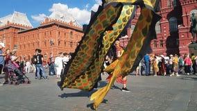 Ballo del drago nel centro di Mosca stock footage