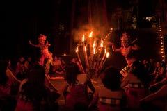 Ballo del fuoco di Kecak delle donne Fotografie Stock