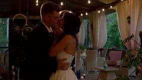 Ballo delle coppie di nozze stock footage