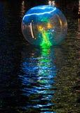 Ballo di galleggiamento sul fiume di Singapore Immagine Stock
