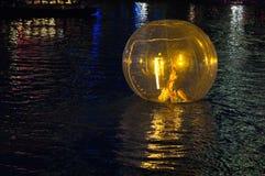 Ballo di galleggiamento sul fiume di Singapore Immagine Stock Libera da Diritti