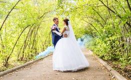 Ballo di nozze della sposa e dello sposo immagini stock