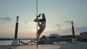 Ballo di Palo della via sul video del metraggio delle azione di tramonto video d archivio