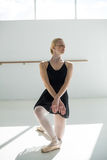 Ballo di pratica di balletto della ballerina Immagini Stock Libere da Diritti