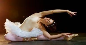 Ballo di pratica 4k di balletto della ballerina video d archivio