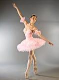 Ballo di punta della ballerina isolato Fotografie Stock