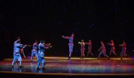 Ballo etnico della rottura-Cina del marzo lungo di confronto- Fotografia Stock