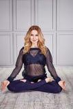 Ballo sano sexy della donna del vestito di yoga di sport Immagine Stock
