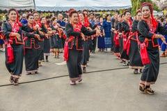 Ballo tradizionale di nordest tailandese dalle donne senior nella parata Fotografia Stock Libera da Diritti