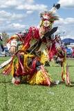 Ballo tribale al powwow Immagini Stock