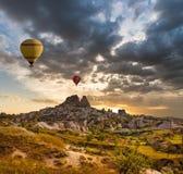 Ballon à air au-dessus de vallée Cappadocia Turquie d'UchLove Photo libre de droits