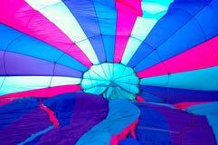 Ballon à air chaud étant fait sauter Photographie stock
