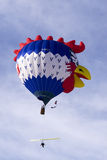 Ballon à air chaud de coq au château d'Oex Images stock