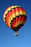 Ballon à air chaud de couleurs chaudes Images libres de droits