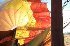 Ballon à air chaud de dégonflement de déplacement Photographie stock
