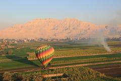 Ballon à air chaud en Egypte image libre de droits