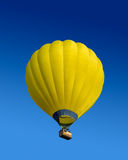 Ballon à air chaud jaune Photo libre de droits