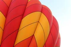Ballon à air chaud orange et jaune vibrant Photographie stock libre de droits