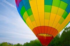Ballon à air chaud avec des flammes Photographie stock libre de droits