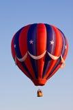 Ballon à air chaud rouge, blanc, et bleu Images libres de droits
