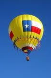 Ballon à air chaud un matin chaud et clair images libres de droits