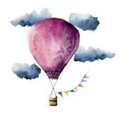 Ballon à air chaud violet d'aquarelle Ballons à air peints à la main de vintage avec des guirlandes de drapeaux, des nuages et la Photos stock
